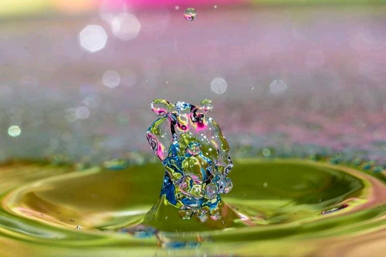 Drop it  - Kleurrijke waterdruppel