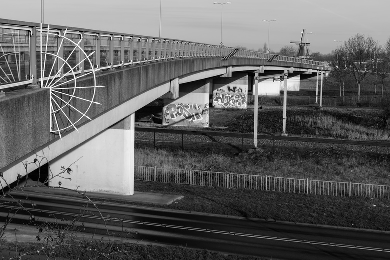Viaduct met graffiti - Even groot maken!