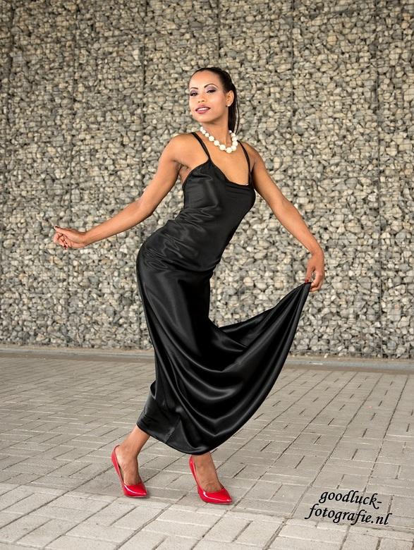 """Black dress - Model Jane was er weg van. Meer moois van Jane is te zien op de site.<br /> <br /> <a href=""""http://www.goodluck-fotografie.nl/"""">goodlu"""