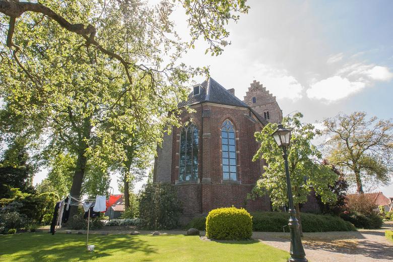 Hervormde kerk Geesteren (gld) - De Hervormde kerk in Geesteren (gld) is omringt door oude boerderijen en woningen. In de loop der jaren is het straat