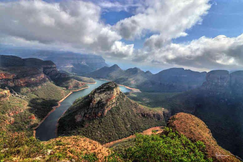 Blyde River Canyon South Africa - De Blyde River Canyon is een spectaculaire kloof van maar liefst dertig kilometer en is een echte kippenvel bezorger