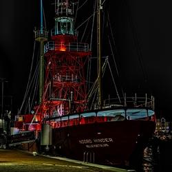 HDR foto van een vuurtorenschip in Hellevoetsluis
