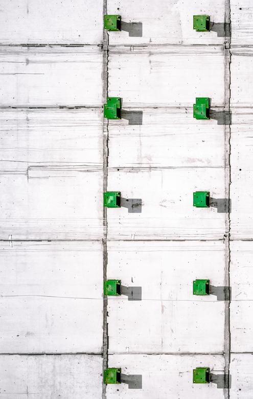 binary green