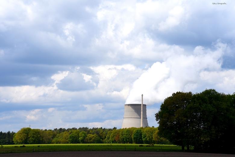 DSC_1822  Wolken Fabriek. - krachtcentrale Lingen.<br /> <br /> je ziet hem al van verre.