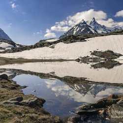 Spiegeling van de hoge Alpen vlak bij Mt Cenis