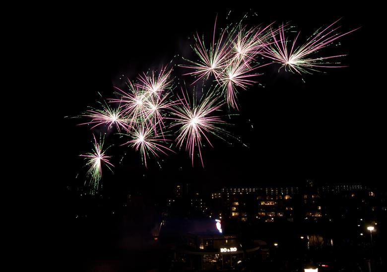 Fireworks - Deze foto is van de afgelopen jaarwisseling.<br /> Gemaakt vanaf statief en met afstandsbediening, op de bulb stand.