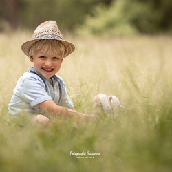 Spelen in het hoge gras