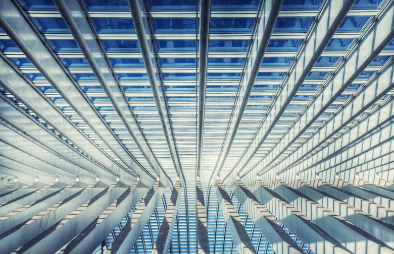 Gare Liege Guillemins - Ontworpen door de bekende architect Santiago Calatrava. <br /> Het nieuwe station is gemaakt van staal, glas en wit beton, en