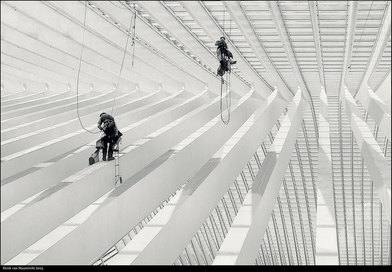 de schoonmakers - Calatrava wit is prachtig maar heeft ook een nadeel het wordt snel vuil.
