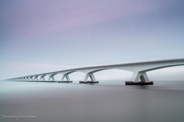 Bridge to nowhere.... - Nog een opname van afgelopen week van de zeelandbrug gezien vanaf Colijnsplaat.