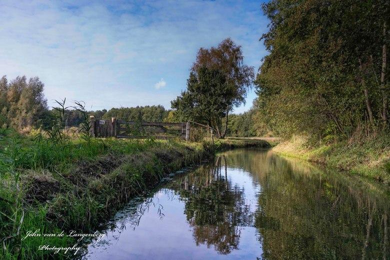 In Brabant - Omgeving kasteel Nemerlaer. <br /> <br /> Kasteel Nemerlaer is een 14e-eeuws kasteel, gelegen in Haaren, provincie Noord-Brabant.<br />