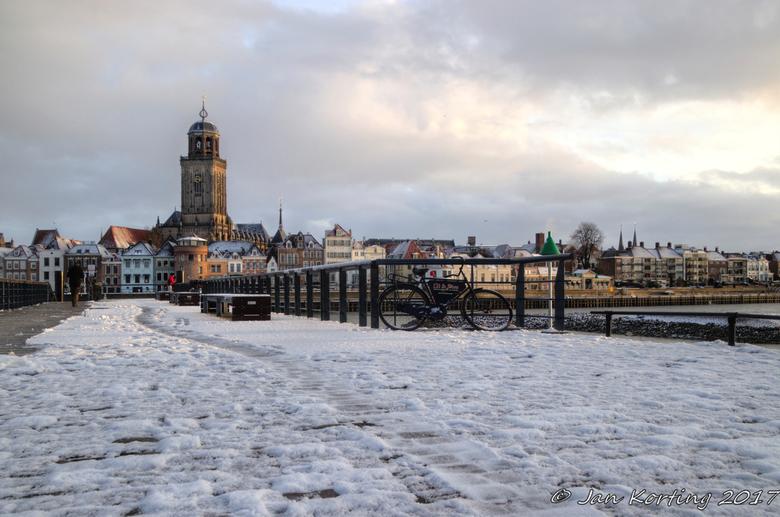 """Deventer bij het """"ochtendgloren"""" - Tijdens de werkzaamheden in het kader van """"ruimte voor de rivieren"""" heeft men ook de aanlegsteiger voor d"""