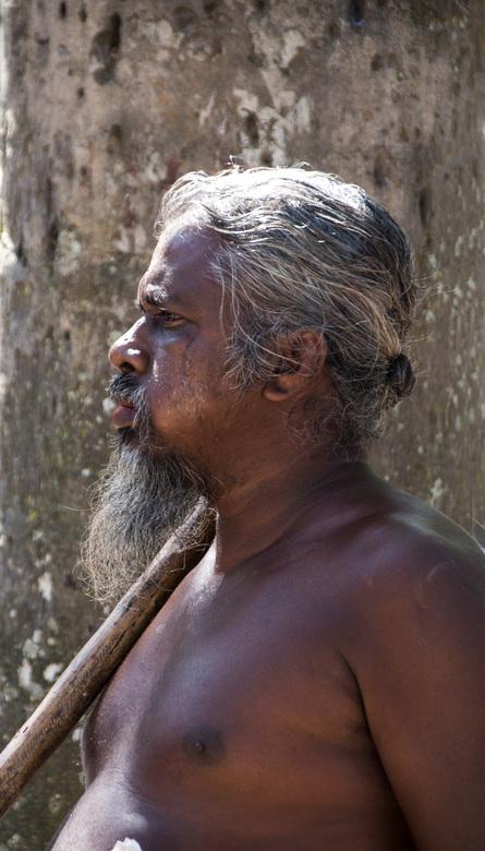Vedda Sri Lanka - Deze oorspronkelijk bewoner in Sri Lanka wilde dankzij de gids voor mij poseren.