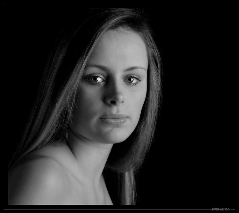 """Marijse - Mijn eerste shoot met m&#039;n nieuwe flitsset. Wel ff wennen na het bouwlampjes tijdperk <img  src=""""/images/smileys/wilt.png""""/><br /> <br"""