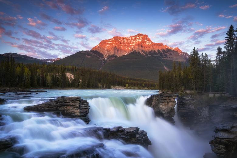Glow - Voordat ik naar Canada ging wist ik natuurlijk al dat ik prachtige landschappen zou gaan zien. Maar als je er dan uiteindelijk bent besef je pa