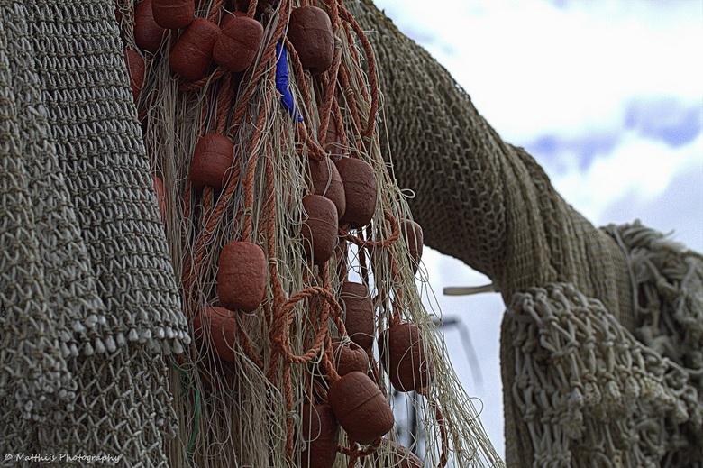 Fishing nets - Visnetten die te drogen hangen bij de haven van Urk.