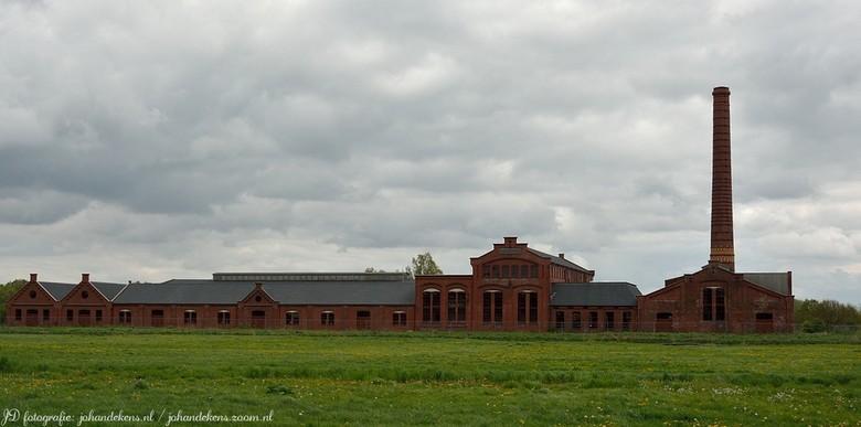 Strokartonfabriek  - De Toekomst is een voormalige strokartonfabriek bij het Groningse Scheemda. Het complex, en dan met name de hoge schoorsteen, is