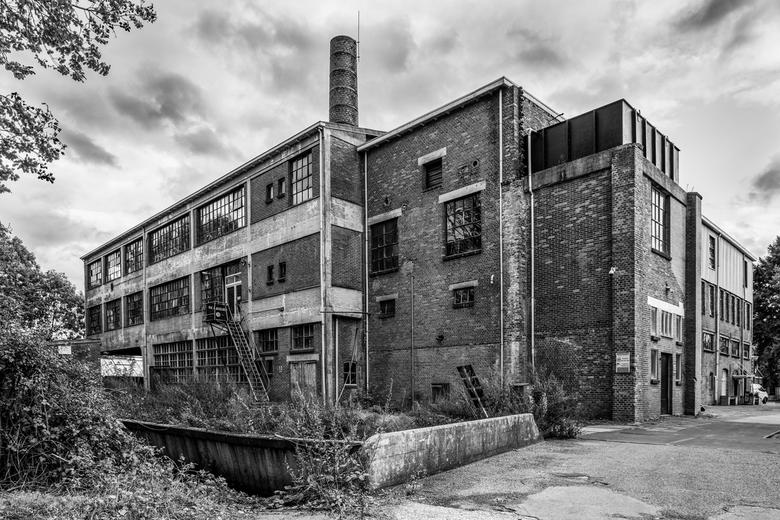 Oude leerlooierij Fabriek - Een oude leerlooierij in een vervallen Fabriek. Dongen, Noord-Brabant