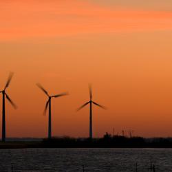 de zon gaat onder over het IJsselmeer