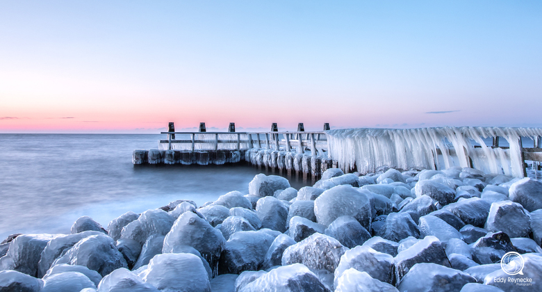 Vlietermonument  - Winterse taferelen bij het Vlietermonument op de Afsluitdijk aan het IJsselmeer!<br /> <br /> Moest er vroeg voor op en een stukj
