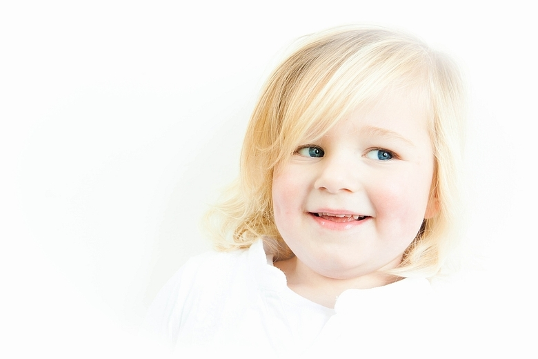 Lief & lachend. - Voor een kinderfotografie-shoot heb ik ook even mijn artistieke en creatieve kant gebruikt. Dit keer me 2e High Key die ik ooit
