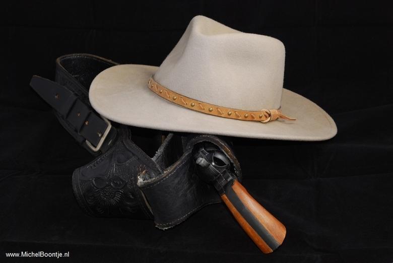 Stetson & Gun - Cowboyhoed en revolver