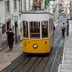 Tram door Lissabon