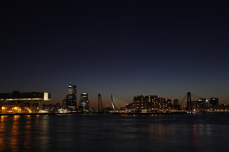 Skyline Rotterdam - Skyline Rotterdam met Unilever, De Hef, Erasmusbrug, Noordereiland en de Willemsbrug
