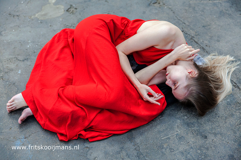 Model met rode jurk - 20170909 6940 Model met rode jurk