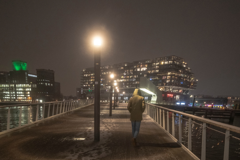 voetganger - Voetganger op de brug - Rotterdam jan 2021