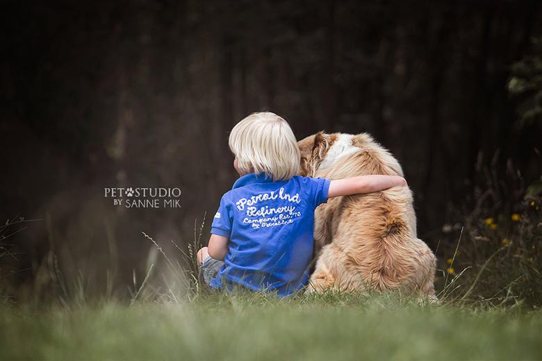Dog &amp; Child  - Prachtige combinatie zo toch, zo&#039;n kind met z&#039;n hond. Ik smelt altijd weer als ik zoiets zie. <br /> <br /> Pet Studio
