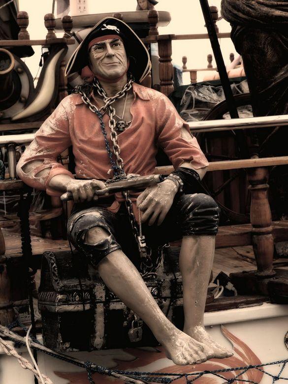 Pirates of the caribbean 5 - Deze prachtige piraat zat op een schip in de haven van Antalya (Turkije). De schepen zagen er prachtig uit!