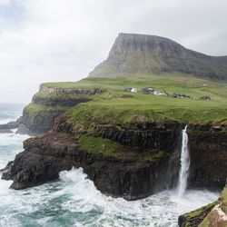 De mooiste waterval van de Faerøer eilanden; Múlafossur