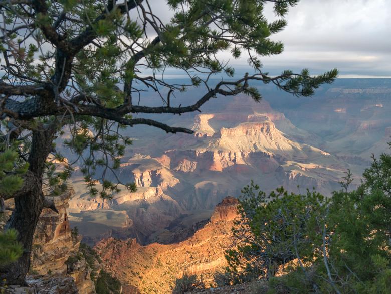 Zonsopkomst Grand Canyon - Mooie doorkijk naar de Grand Canyon tijdens zonsopkomst.