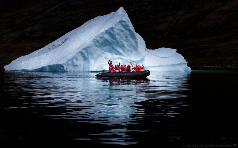 One moment in Greenland - Op een avond gingen we met de Zodiac (type rubberboot) op pad . <br /> Ik zag deze ijsberg met reflectie en had toen dit pl
