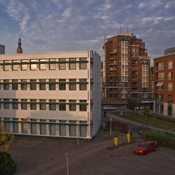 Breda's stadslandschap bij zonsondergang