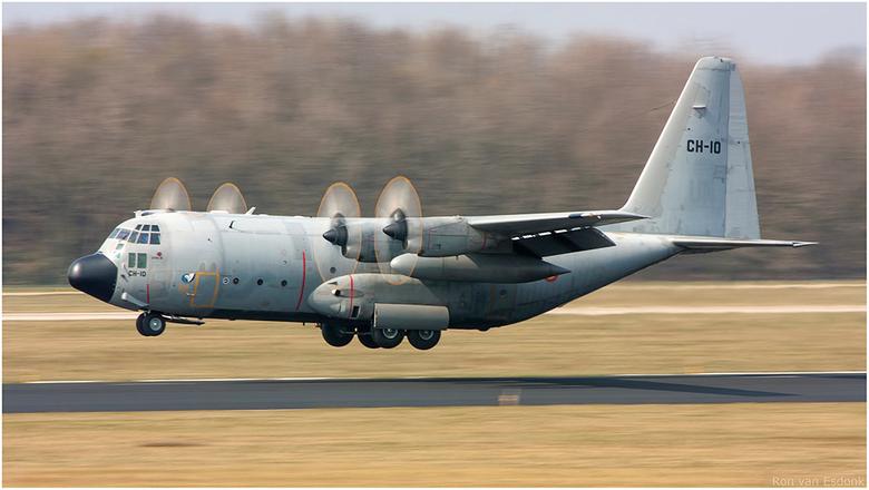 Belgian Air Force - Belgische Hercules tijdens wat Touch and Go's.