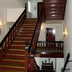 Het trappenhuis van het stadhuis van Cochem, foto 1.