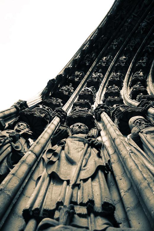 Men of Faith - In deze foto heb ik de kathedraal van Antwerpen op een originele manier vast te leggen. De lijnen en het perspectief waren in deze plaa