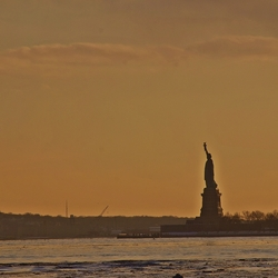 Statue of Liberty in avondrood