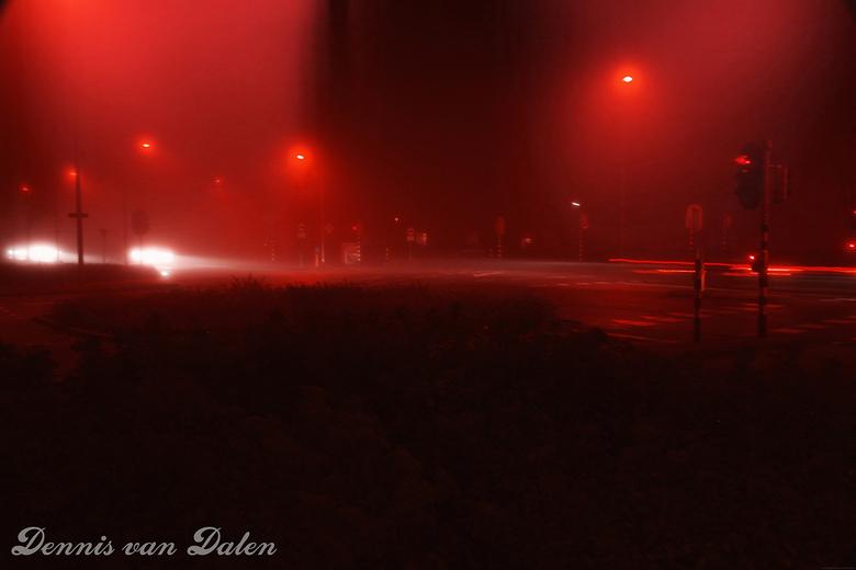 Mist op het kruispunt - Mistig vanavond, tijd om naar buiten te gaan. Mist op het kruispunt.