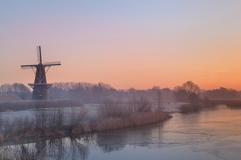 Vlak voor zonsopkomst - Nog een foto van de prachtige zonsopkomst verleden week. Ik kon er maar geen genoeg van krijgen: de rust, de kleuren, het uitz