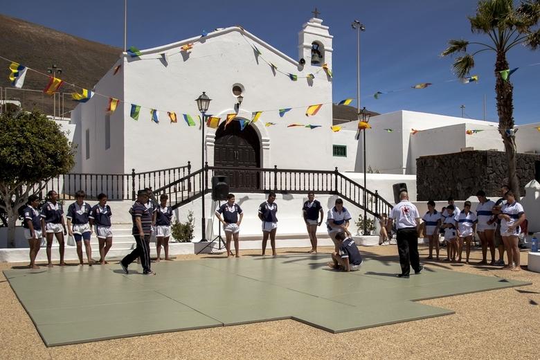 Lanzarote 87 - Bij toeval zagen we een wedstrijd worstelen tussen jeugdige beoefenaren van twee clubs.