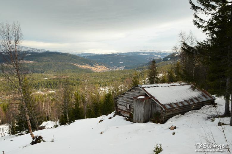 """Bergavollan - Een oude boerderij bij Bergavollan en uitzicht over Gauldalen, Noorwegen.<br /> <br /> Bekijk ook mijn website: <a href=""""http://www.tk"""