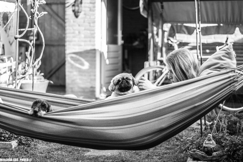 drie beste vrienden....... - mijn dochter eva met haar 2 beste vriendjes lekker aan het chillen in de hangmat!! dit beeld zie ik graag!!