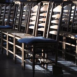 lichtinval op kerkstoelen
