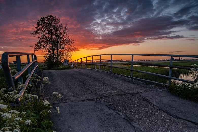 Slijkenburg - Slijkenbrug richting schoterzijl met zonsondergang