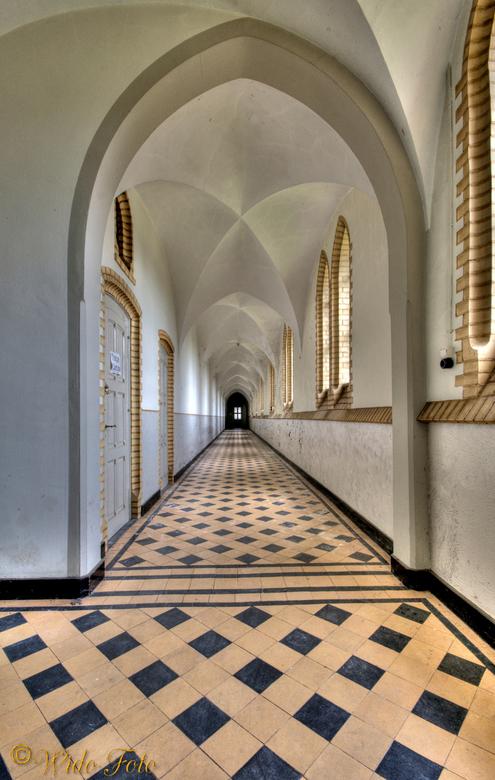 Kingswood - Een verlaten klooster wat ook gedeeltelijk bewoond is. Je kan er een afspraak maken en het na hartenlust bezichtigen en fotograferen. De &