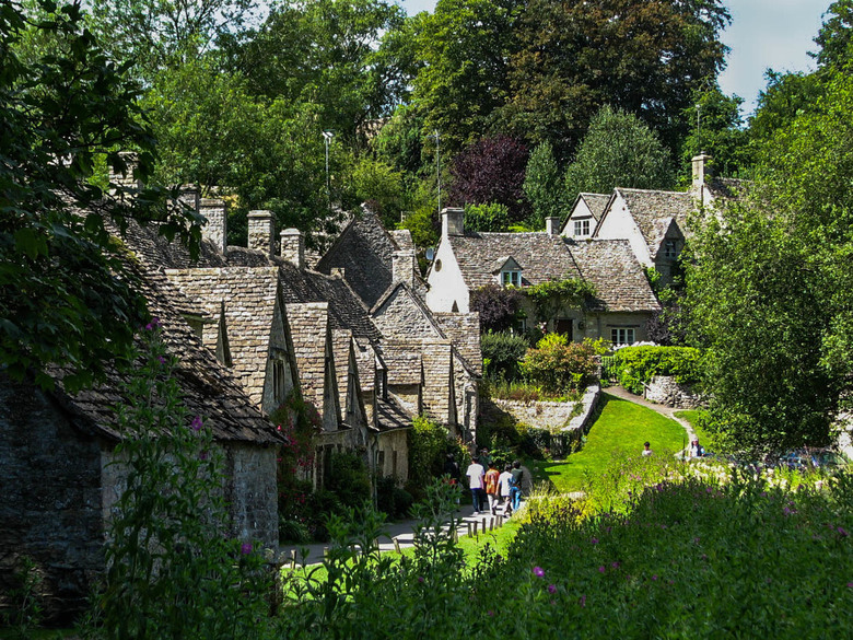 Walking through the Cotswolds