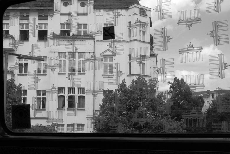Berlijn 2012 - Foto gemaakt vanuit de metro in Berlijn, met een leen-camera. Camera ingesteld op z/w en jpg.<br /> Ik heb toch het e.e.a. geleerd sin